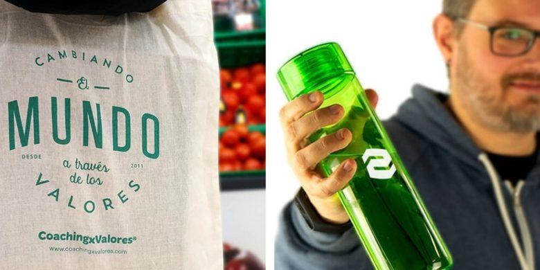 bolsa de tela reutilizable y botella de agua rellenable