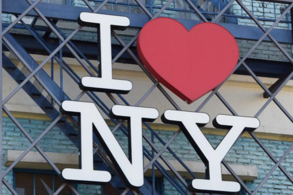 Rótulo con el logo de I LOVE NY